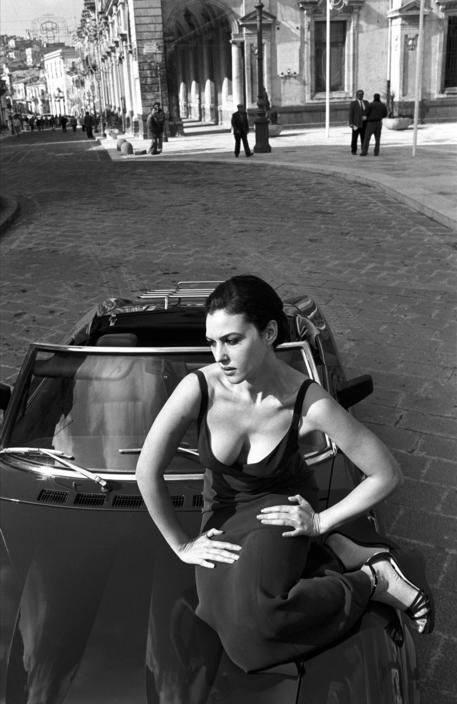 Ciao bella!  Alguém sabe porque os italianos tem carros e mulheres tão bonitas? …